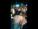 Уличный рекордсмен - 100 подпрыгиваний на 1 руке