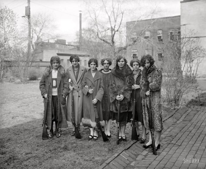 Семь девушек с ружьями, Вашингтон, США. 1925.
