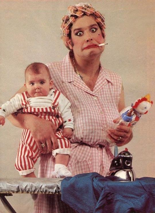 Оззи Осборн с дочерью Эйми, 1983 год.