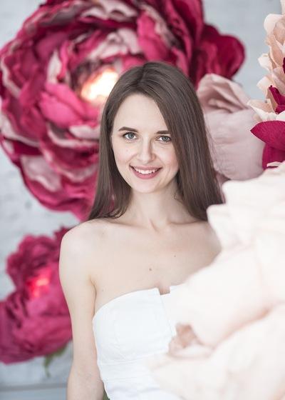 Элина Шведова