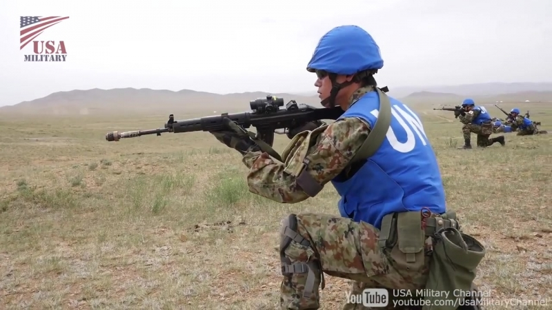 Бойцы из состава центрального полка быстрого реагирования во время учений Хан Квест 2018 в Монголии