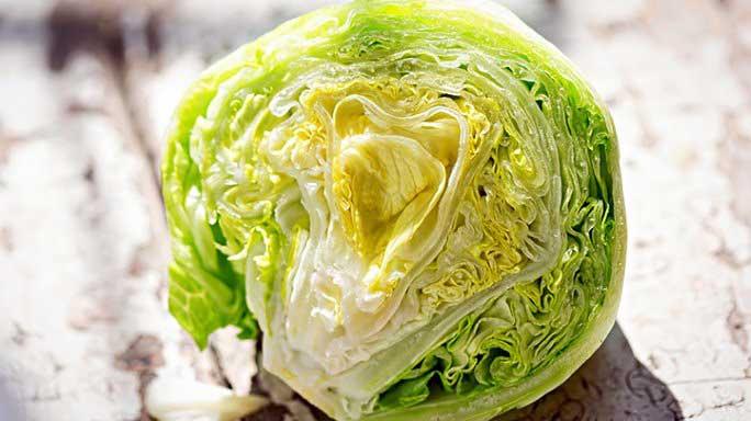 Салат Айсберг имеет около одной калории на лист.