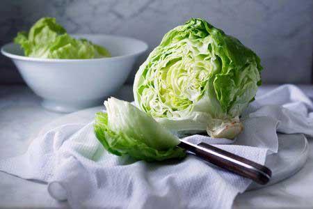 У салат Айсберг более высокое содержание воды, чем у многих других типов салата.