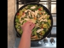 Запеченная курица с овощами в пикантном соусе