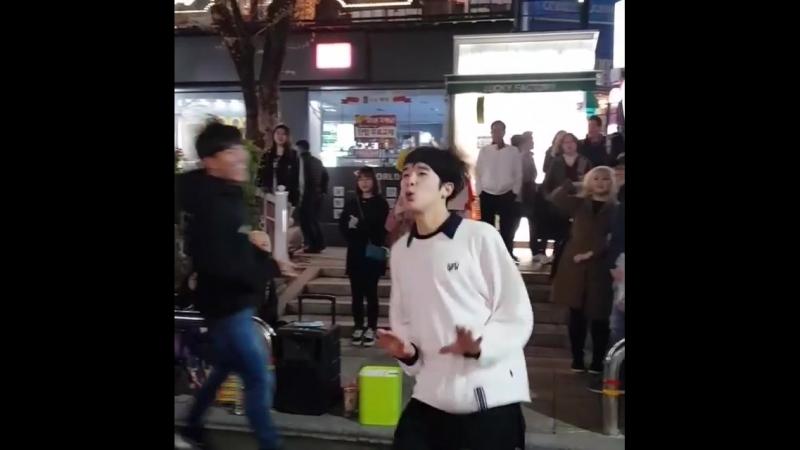 """최지영 on Instagram_ """"새봄-왜왜요 나-김민석! 새봄-어디! 나-(손가락으로 방향을 가리키며)저기! 하고서 민석이는 불려나와 오늘의"""