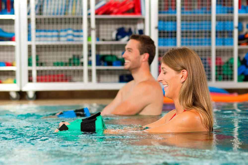 Плавание - более энергичный вид аюрведического средства для снижения веса