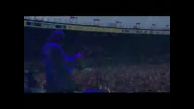 Kaiser Chiefs - Never Miss A Beat (live in Elland road)