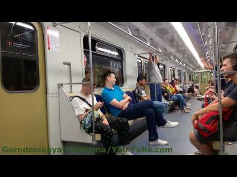 Болельщики в вагоне метро на ЗЛ