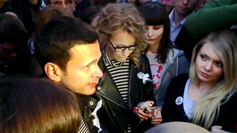 Ксения Собчак и Илья Яшин на Чистых прудах - 10.05.2012