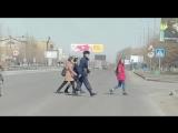 В Семее на печально известном пешеходном переходе теперь во время, когда дети идут в школу и из школы, дежурит Нацгвардия!