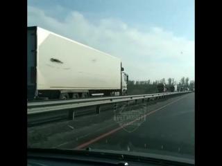 Дальнобойщик заблудился на М-4 в Ростовской области