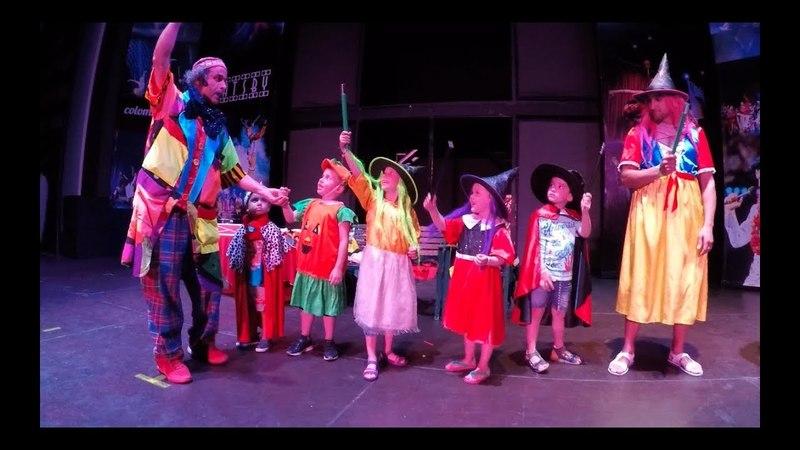 Funny clown with Children, Fun kids video