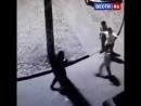 Пьяные мужчины напали на полицейских-930544945807.mp4