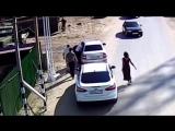 Охранники переправы избили полицейских битами