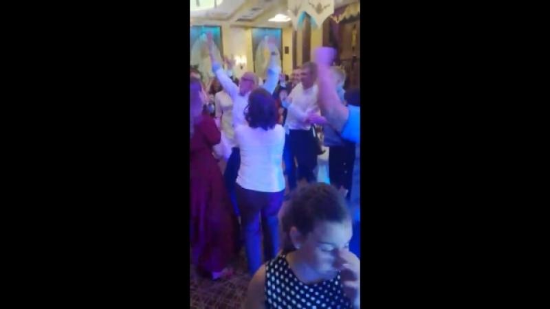 Танцевальный батл на свадьбе Ларисы и Андрея
