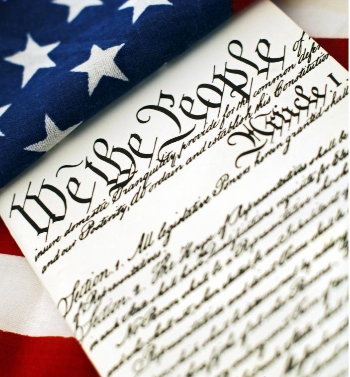 Конституция США признает естественные права, основанные на божественных принципах.