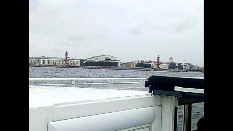 прогулка на катере по речным каналам в Санкт-Петербурге