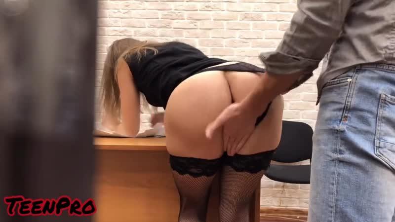 foto-samotik-porno-seks-na-sobesedovanii-skritie-kamera-telefon-devka