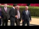 Саммит НАТО пьяный Юнкер едва не упал на Порошенко
