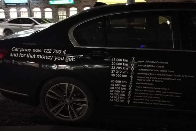 Владелец BMW расписал все поломки на двери автомобиля.