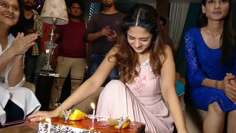 Jennifer winget celebrated her birthday with Kushal Tandon on Beyhadh set