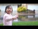 Дети узнают мир... Девочка первый раз в жизни видит дождь - столько эмоций!