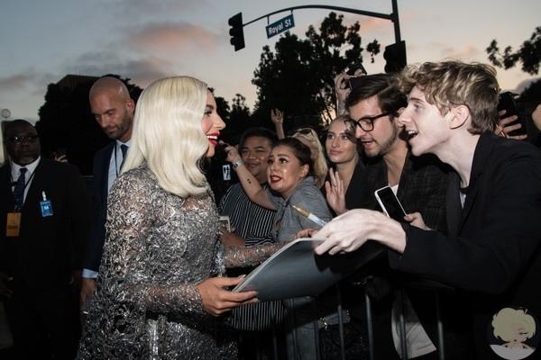 """В понедельник вечером в Лос-Анджелесе состоялась премьера фильма """"Звезда родилась""""(A Star Is Born), дебютной режиссерской работы Брэдли Купера."""