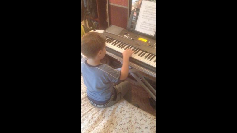 Миша играет Бурре. 1 класс