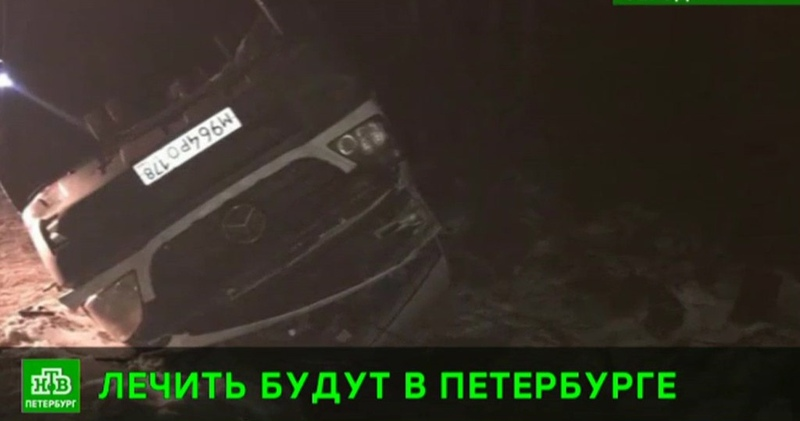 Попавших в ДТП под Псковом студента и преподавателя СПбГУ госпитализируют домой на вертолете МЧС