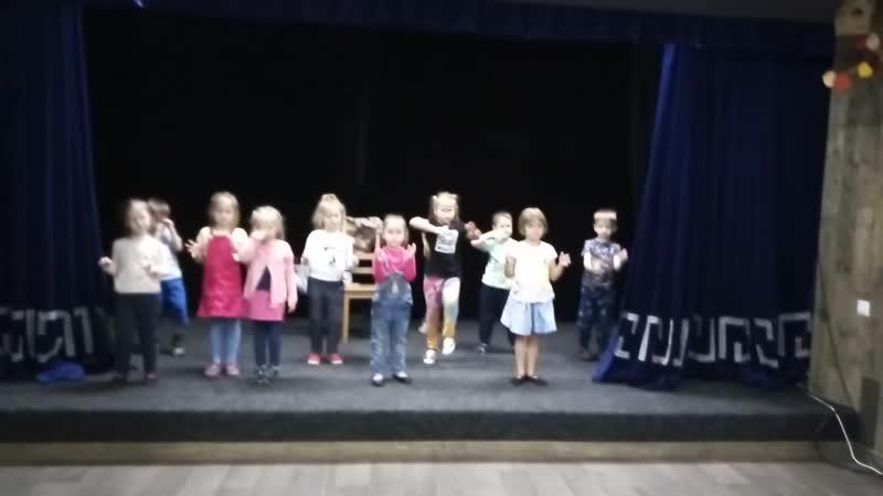 Теремок (танецСтроительство теремка, младшая группа)