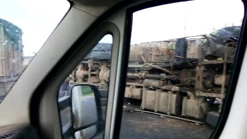 Авария на улице Индустриальной, перевернулся мусоровоз, сегодня вечером, 27.05.2018.