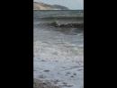 На море штормит