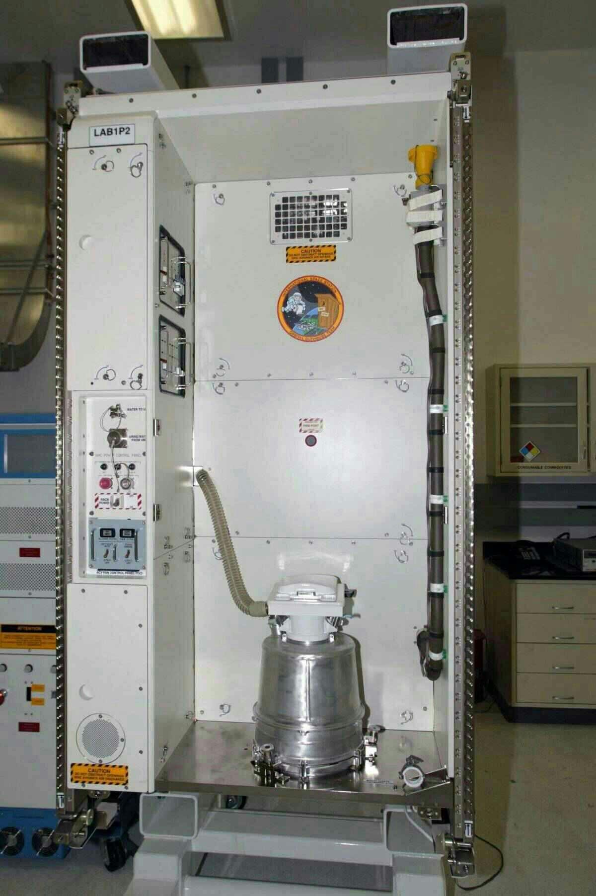 Грязная история NASA: как астронавтам агентства 57 лет приходилось мучиться при походе в туалет