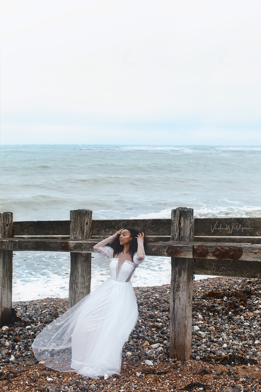 Воздушный образ для съемки на меловых утесах Seven Sisters Cliff (Great Britain) with @yckofficial and @vedawildfire in dress @alestadesign  волны и ветер в волосах.
