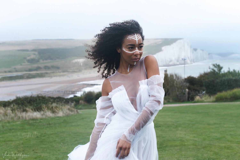 Продолжаю серию фото из Великобритании сделанных талантливой @vedawildfire на этот раз кадры сделаны на побережье Seven Sisters Cliffs эти меловые утесы такие же культовые символы Британии, как Биг Бен и Тауэр.