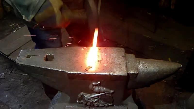 Damascus of screws making a blade