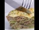 Тушеная капуста с мясом под соусом)