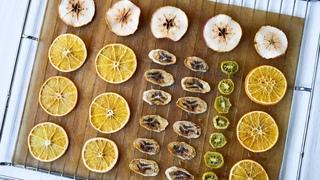 ( https://vk.com/lakomkavk) Как сушить АПЕЛЬСИНЫ для декора? ☆ Фруктовые ЧИПСЫ: бананы, яблоки, киви