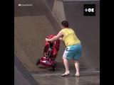 Мамаши решили отвоевать рампы у велосипедистов и скейтеров — маленькие дети и там хотят поиграть [NR]