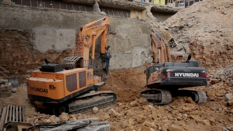 First Hyundai R1200-9 (120-tonne) excavator put to work on a major demolition project in Europe