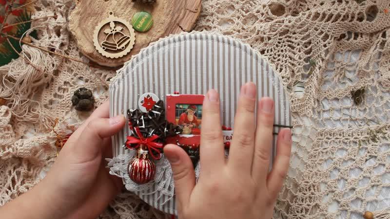 Альбом Классика в Красном. Винтажные карточки,3 шейкера с золотом, бубенчики,дизайнерская калька - это его наполнение