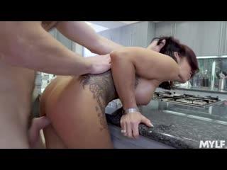 Бухой тархнул Ryder Skye на кухне [Sloppy Kissing In The Kitchen New Porn 2019]