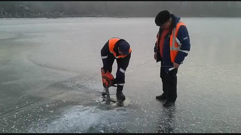 Проверяем толщину льда