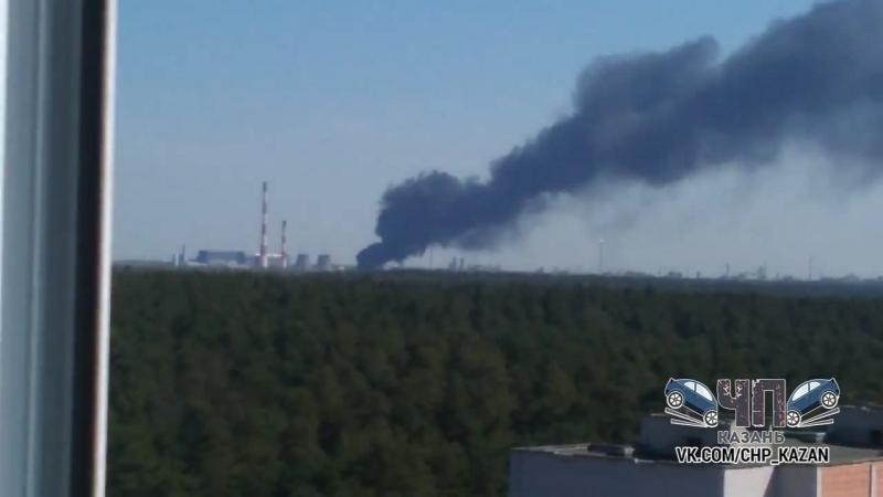 Мощный пожар в районе оргсинтеза Казань