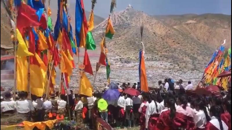 Церемония возведения новых Лаци в Дови (Сюньхуа)