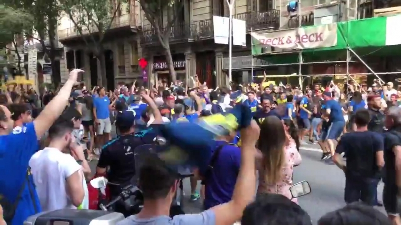 Фанаты Бока Хуниорс с Барселоне