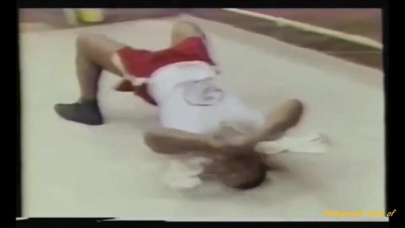 Майк Тайсон качает шею