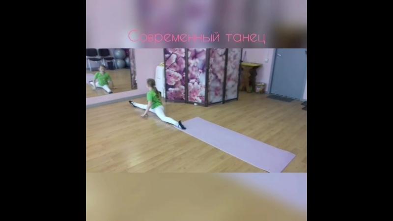 Группа Дети/Юниоры (7-15 лет). Направление - Современный танец, хореография, растяжка.