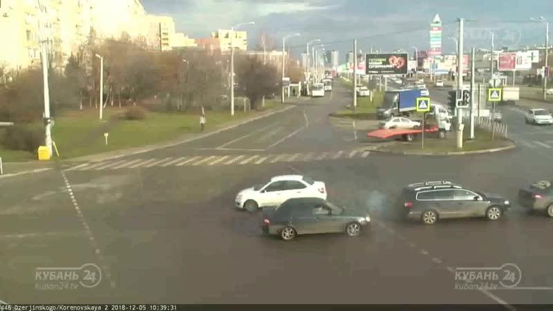 ДТП на ул. Дзержинского и ул. Кореновская.