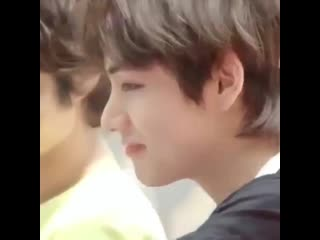When taehyung scrunches his ᵗᶦⁿʸ little nose like this he looks so adorable my heart is no